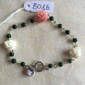 Bracciale con rose in resina e perline di agata verde.