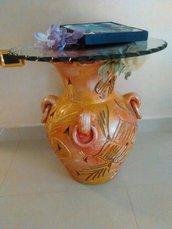 tavolo di vetro con vaso