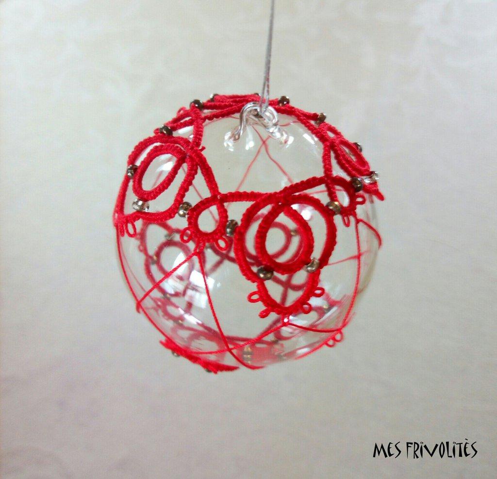 Pallina natalizia in vetro soffiato e pizzo chiacchierino PV5R7C