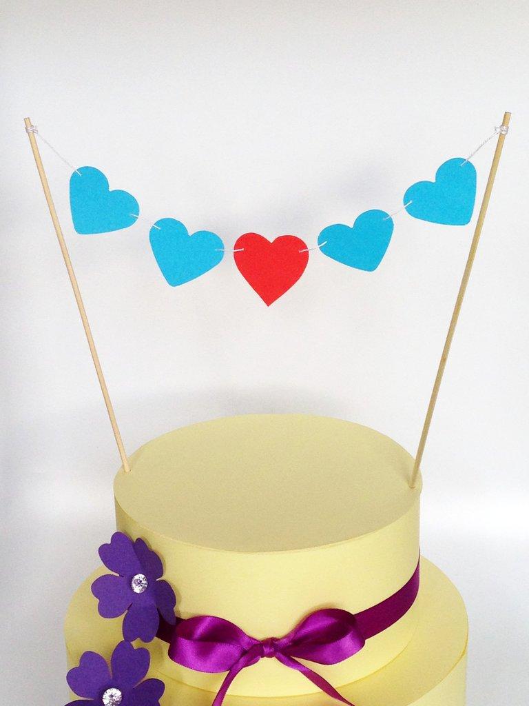 Cake topper con cuori rossi e blu