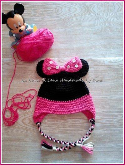 Cappellino bambina all'uncinetto ispirato a Minnie