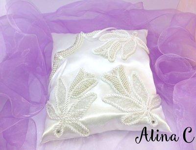 Tulipani, cuscinetto portafedi in raso bianco con passamaneria, perline e strass, sposa, matrimonio,wedding,