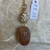 Ciondolo in acciaio per collana con cristalli Swarovski e agata sfaccettata.