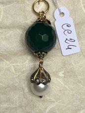 Ciondolo in acciaio per collana con pietra di agata sfaccettata e perla.