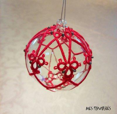 Pallina natalizia in vetro soffiato e pizzo chiacchierino PV5R6C