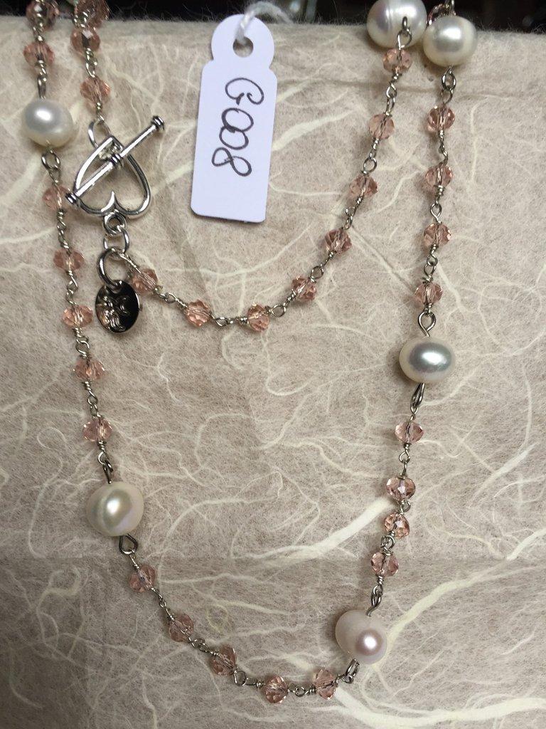 Collana girocollo con piccoli cristalli Swarovski rosa e perle.