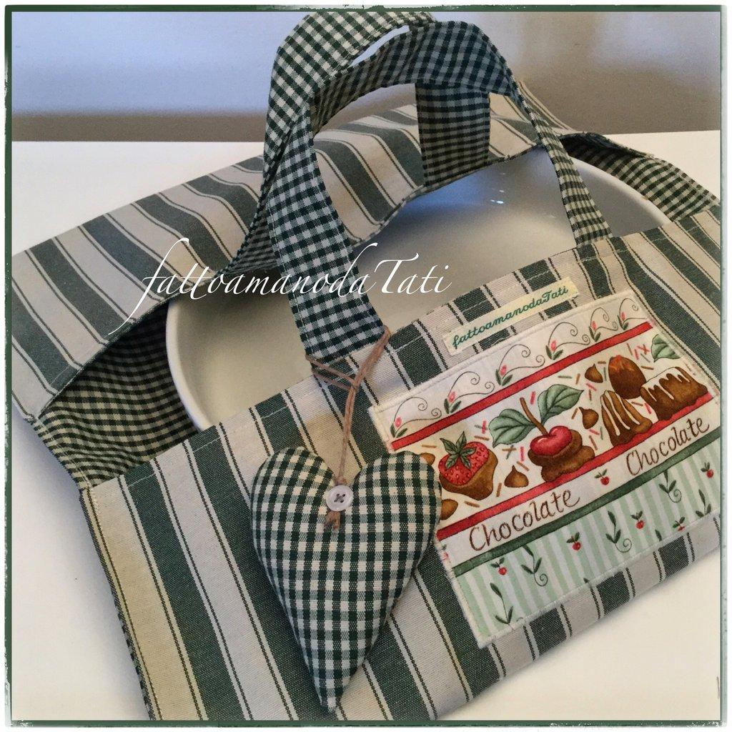 Porta torte in cotone a righe e quadrettini verdi e beige con cuore e appliquè Chocolate