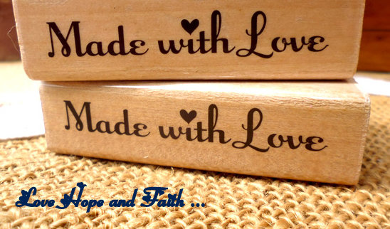 """Timbro """"made with love"""" in legno e gomma (7x2cm) (cod. nuovo)"""