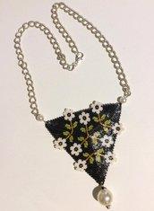 collana triangolo fiorito