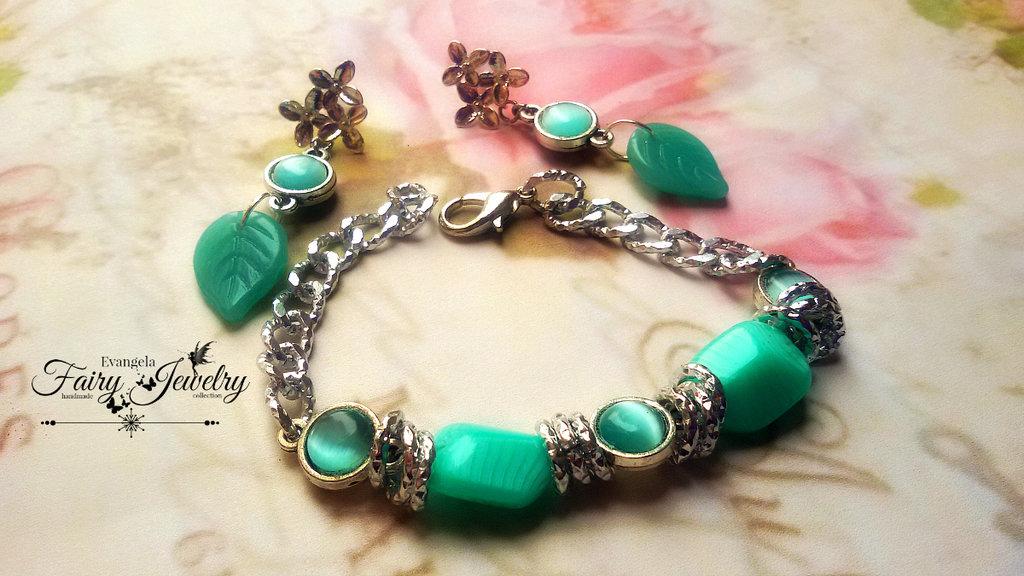 Parure orecchini e bracciale verde acqua perle in vetro e cabochon occhio di gatto e alluminio