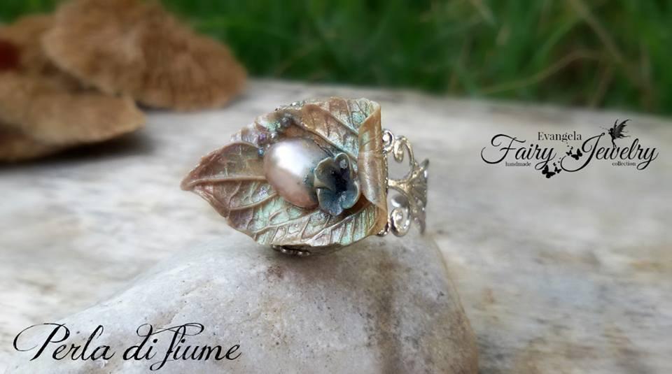Anello fatto a mano in pasta polimerica perla di fiume argentato regolabile filigrana fimo