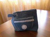 borsetta portatrucchi in jeans.