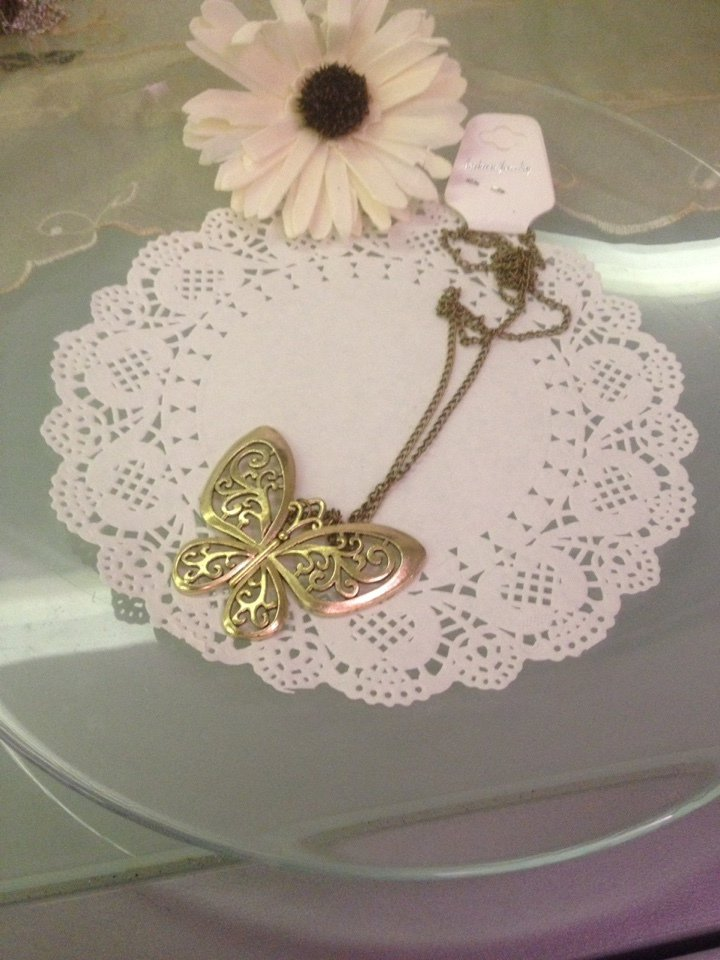 collana color bronzo con grande ciondolo farfalla