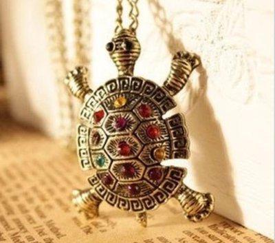 collana color bronzo con ciondolo tartaruga
