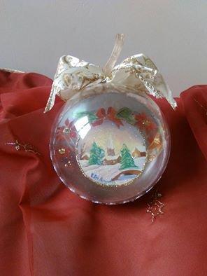 sfera natalizia dipinta a mano