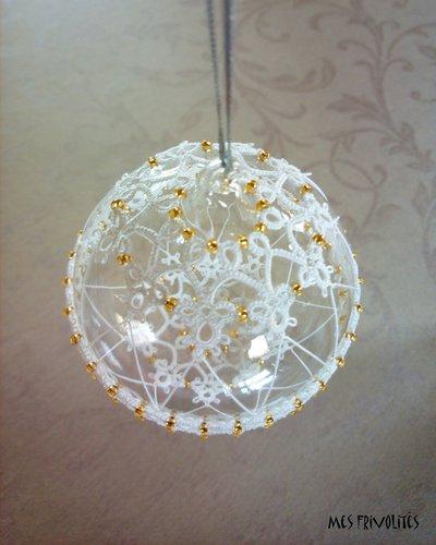 Pallina natalizia in vetro soffiato e pizzo chiacchierino PV7B4C