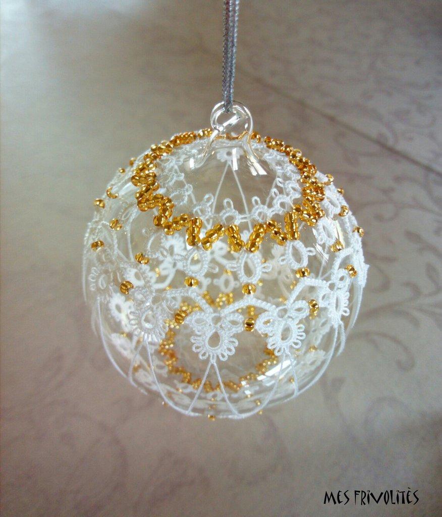 Pallina natalizia in vetro soffiato e pizzo chiacchierino PV7B5C