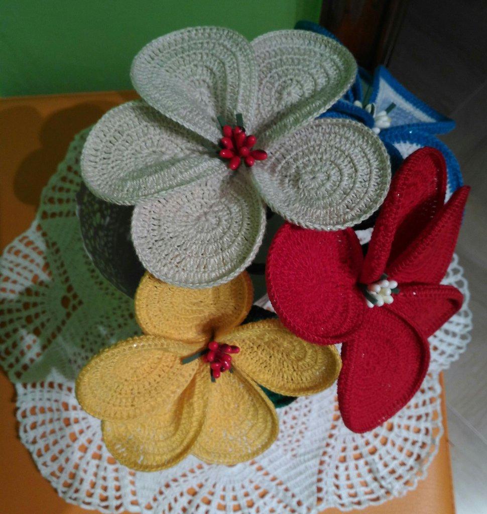 Fiore uncinetto in cotone fatto a mano