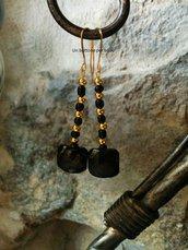 Orecchini con bottoni vintage neri , perline in metallo e vetro