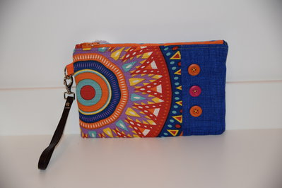 POCHETTE ARCOBALENO CON BOTTONI APPLICATI