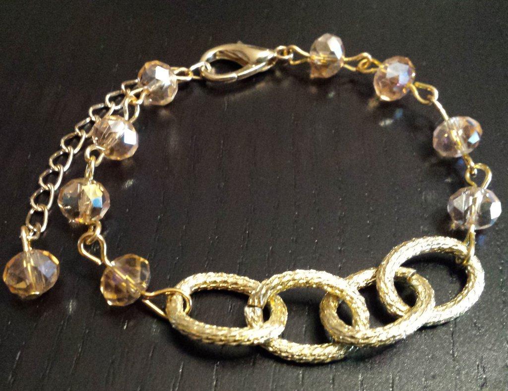 Bracciale con catena dorata e cristalli color champagne