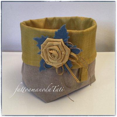 Cestino portatutto in cotone tinta naturale e giallo senape con rosa di seta gialla
