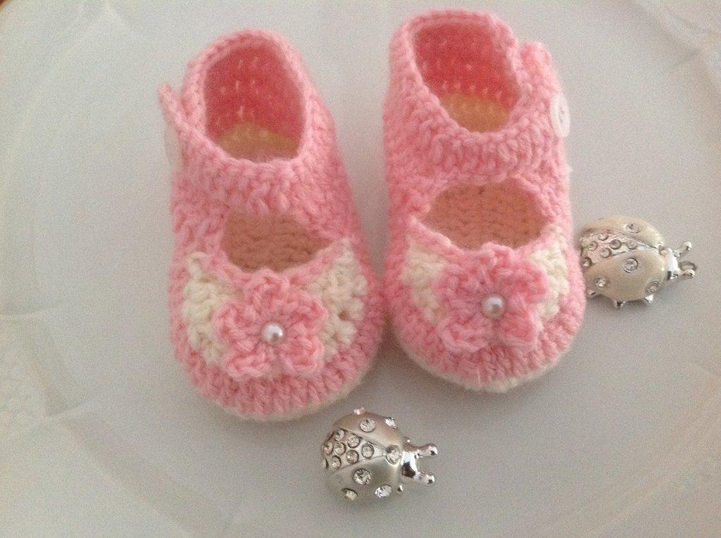 Scarpine neonata fatte a mano