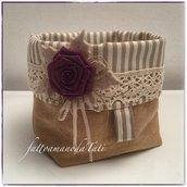 Cestino portatutto in cotone tinte naturali con pizzo e rosa color ciclamino