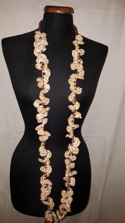 collana perle bianche e pizzo bianco e beige