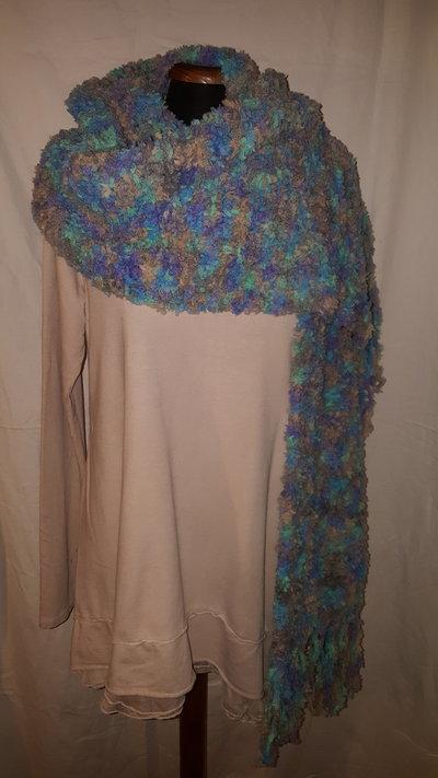 sciarpa azzurra con frange