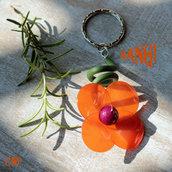 Portachiavi con fiore arancione