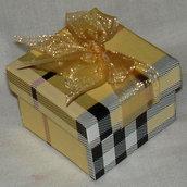 Scatolina regalo stile Burberry con fiocchetto