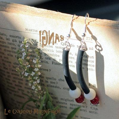 Orecchini Pop - pendenti neri con perle bianca e rossa