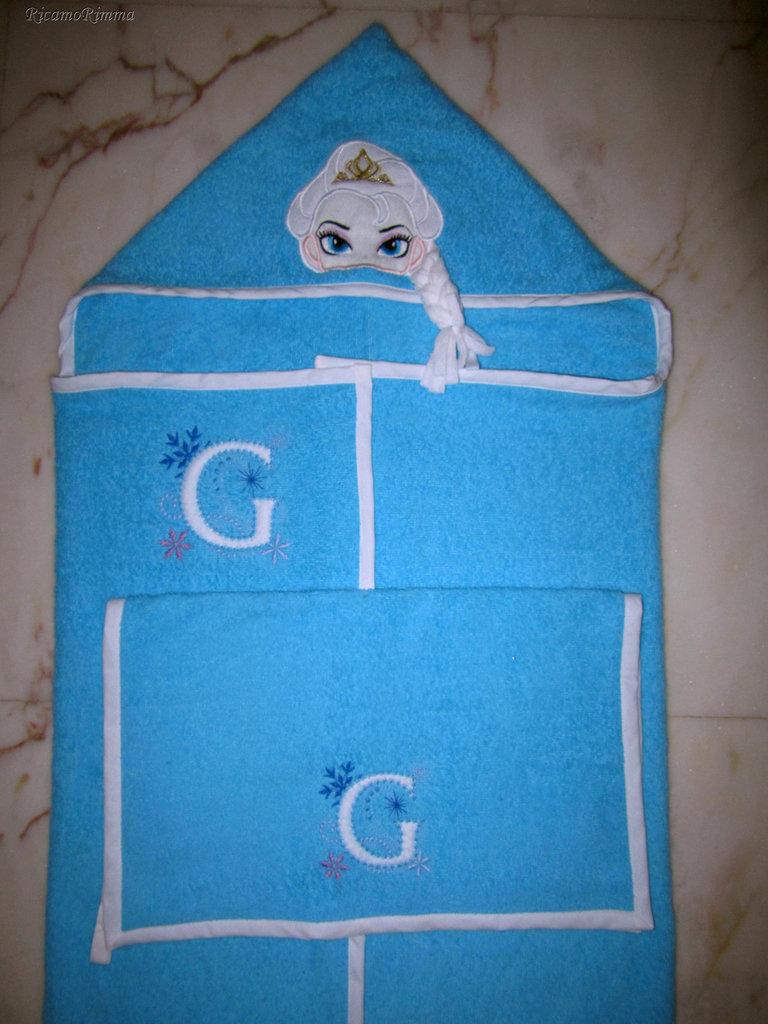 Set accappatoio a mantello FROZEN con treccia 3D + asciugamano mani/viso personalizzato