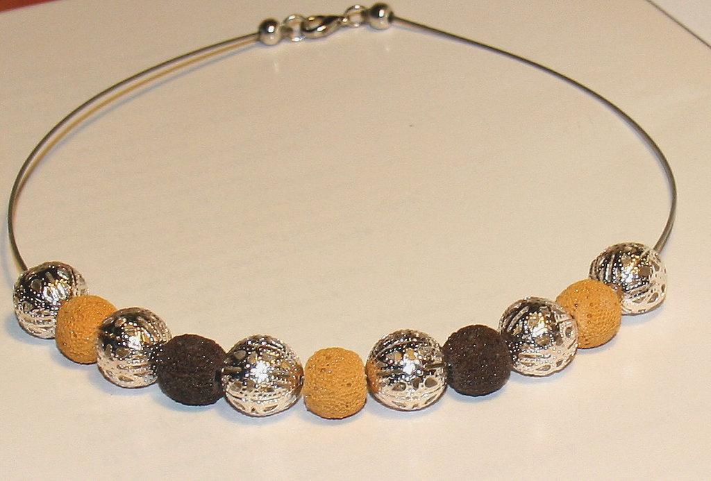 Collana con perle di lava e filigrana     art 100
