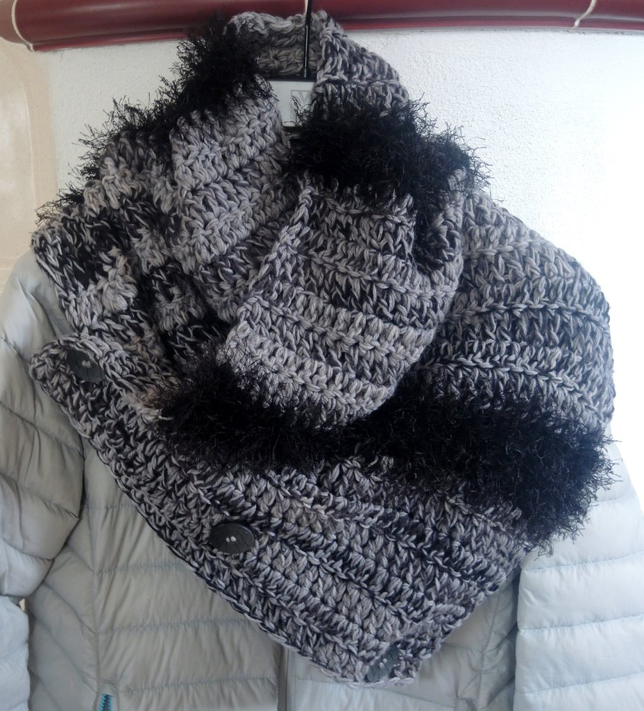 sciarpa in lana ad uncinetto