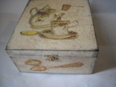 Piccola scatola contenitore porta bustine tè o tisane in legno découpage