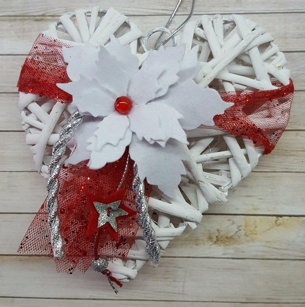 Cuore natalizio bianco rosso e argento