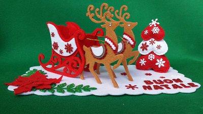 centrotavola natalizio in feltro con slitta e renne