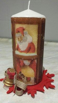candela decorata con immagini natalizie più base in feltro