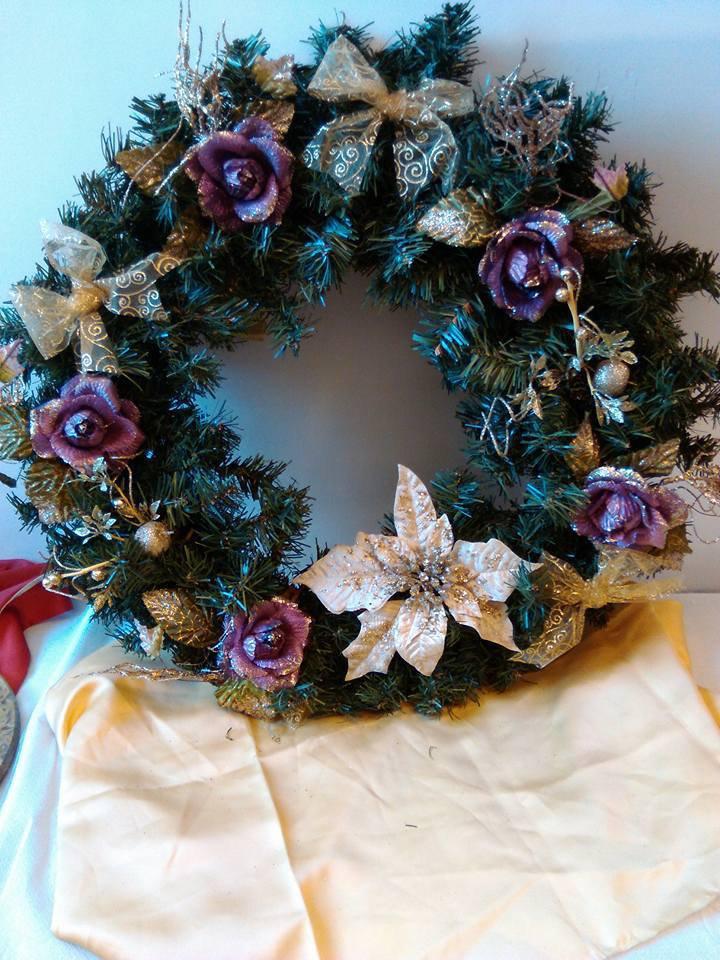 ghirlanda natalizia oro e lilla