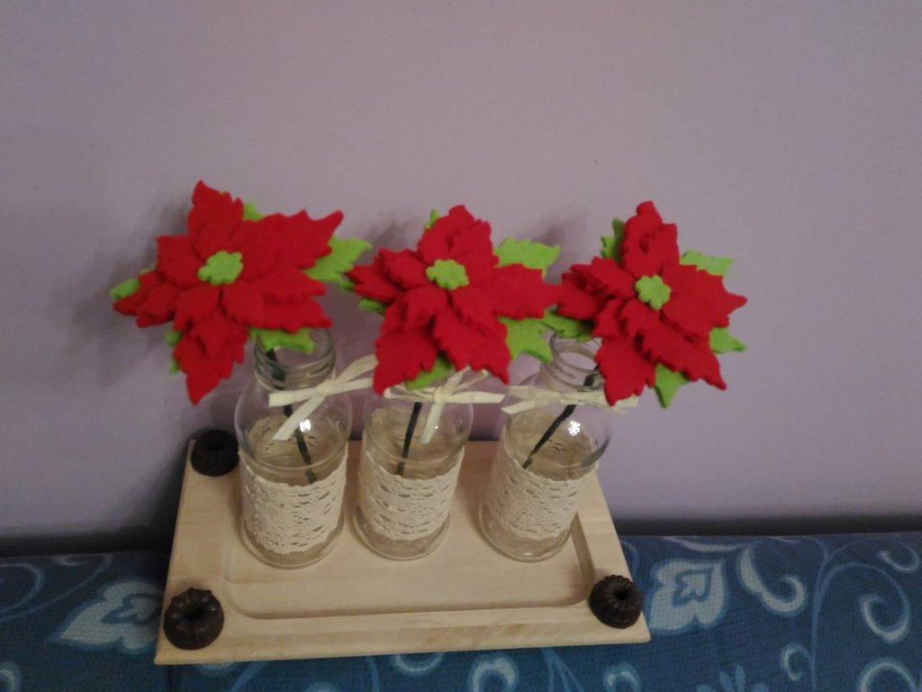Stella Di Natale In Casa.Centrotavola Con Stella Di Natale In Feltro Rosso