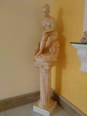 colonna  e statua dipinta a mano effetto marmo