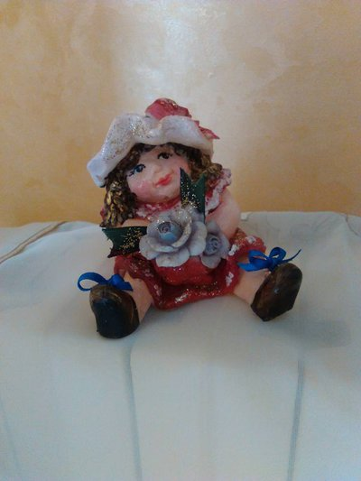bambolina realizzata in pasta di mais