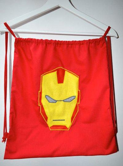 Zainetto rosso con maschera di Iron Man