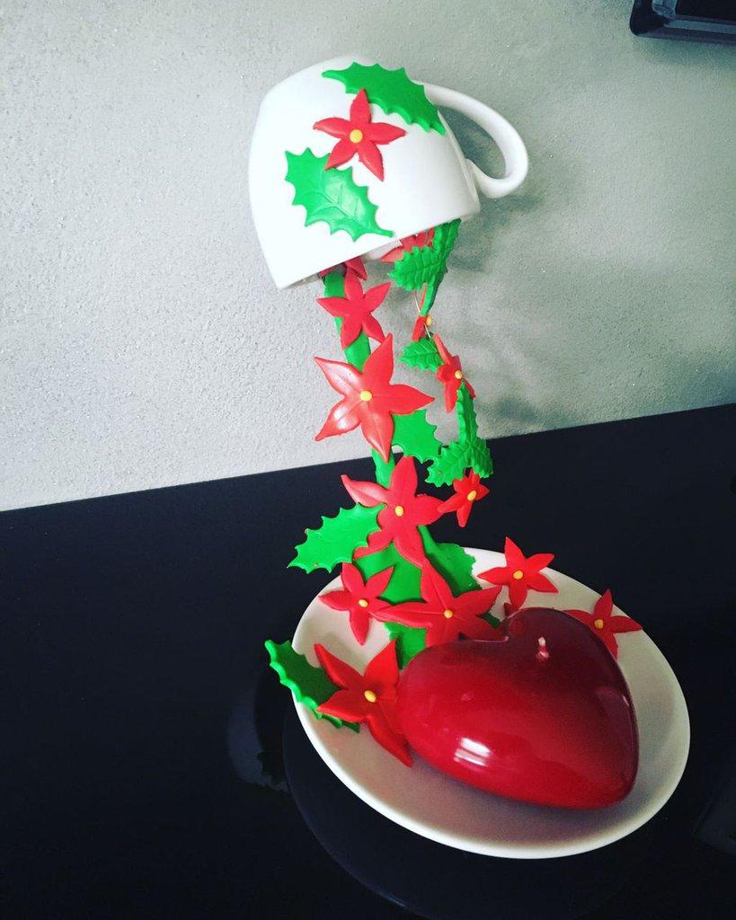 Centrotavola natalizio tazza con stalle di Natale