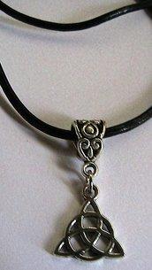 Collana uomo donna con triangolo nodo celtico in argento tibetano