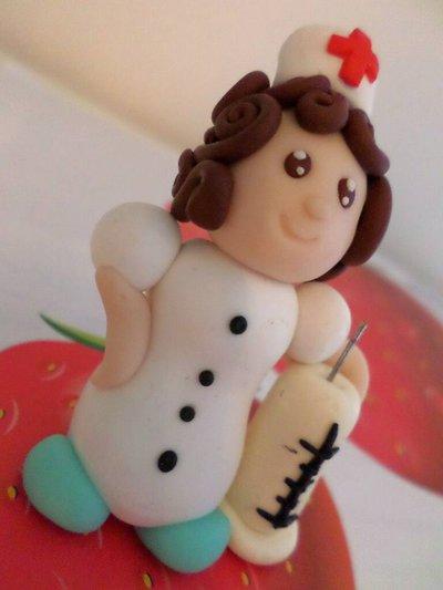 Infermiera con siringa statuina in fimo - miniatura 3d fumetto regalo per infermiere o dottoresse - soprammobile - cake topper