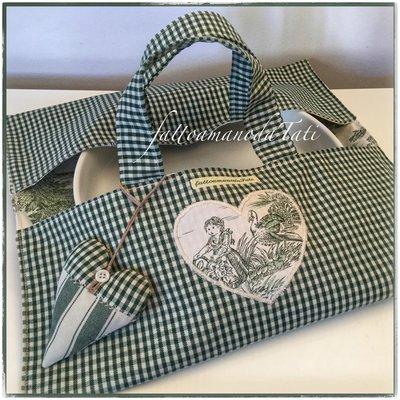 Porta torte in cotone a quadretti e tessuto toile de Jouy verde con cuore
