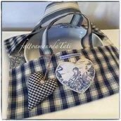 Porta torte in cotone a quadri blu e beige e in tessuto toile de Jouy blu con cuore